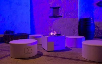 Alquiler de Ambientes lounge blanco para bodas y eventos